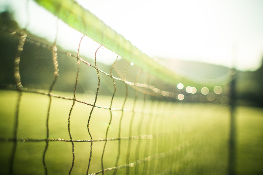 wet-tennis-net-in-the-morning-picjumbo-com