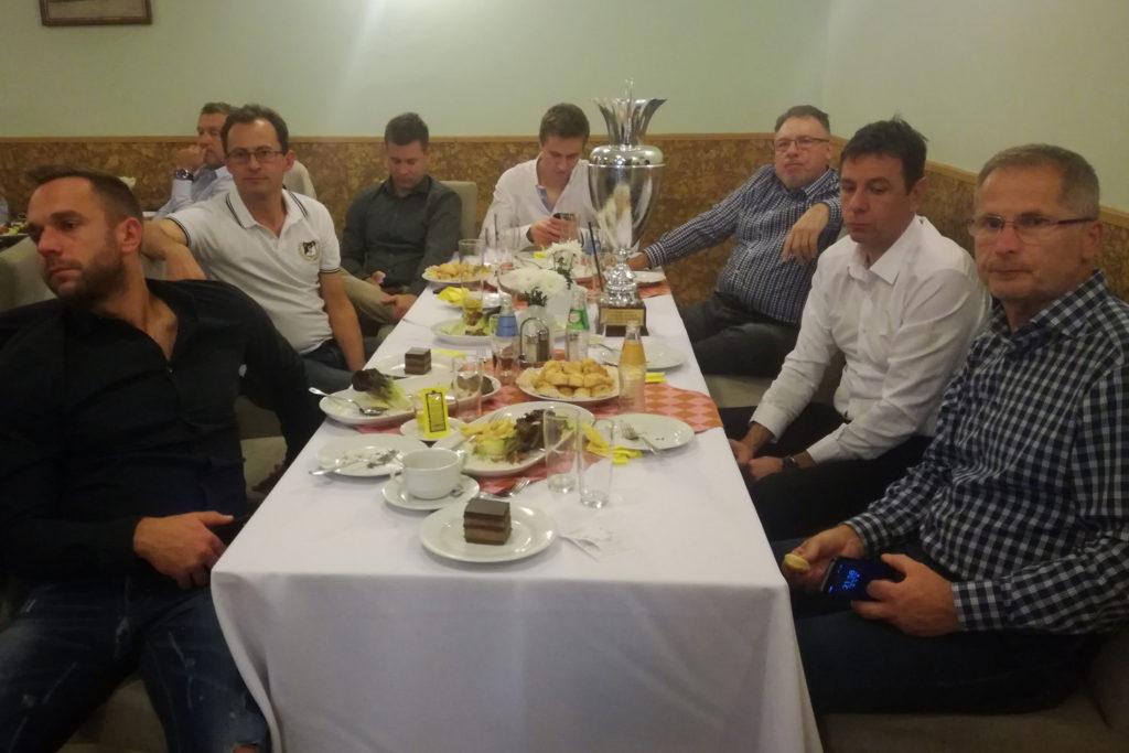 A DEAC teniszezőinek asztala
